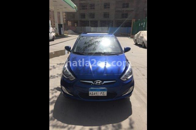 Accent Hyundai الأزرق الداكن