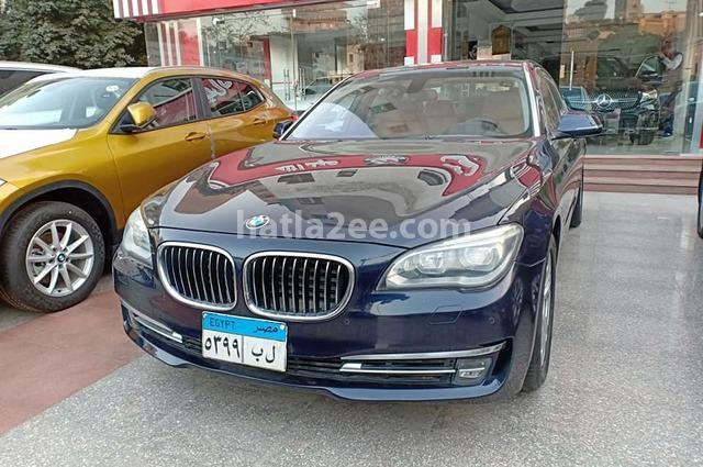 740 BMW الأزرق الداكن