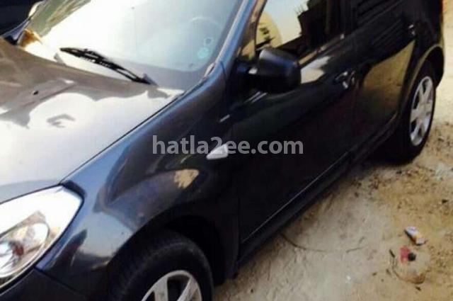 Sandero Renault أسود