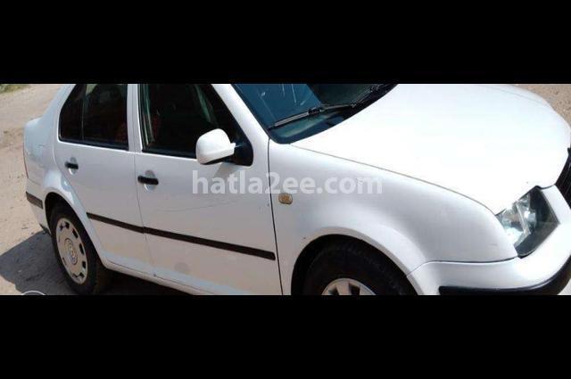Bora Volkswagen أبيض