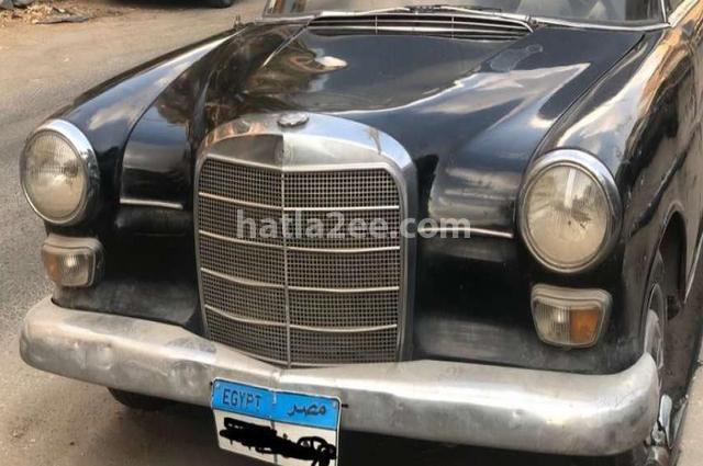E 200 Mercedes أسود