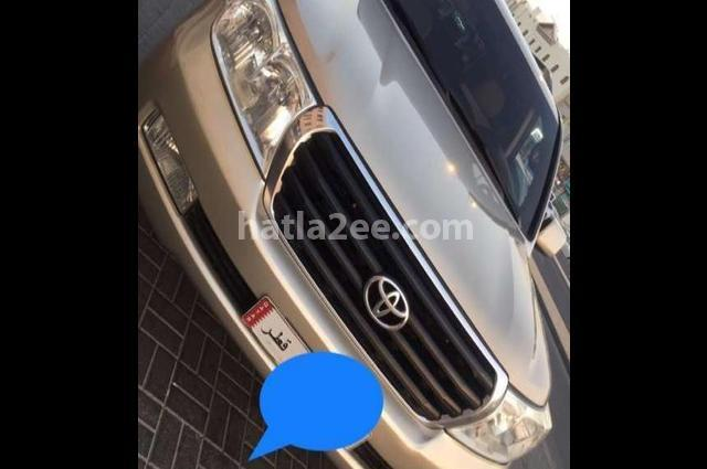 Land Cruiser Toyota ذهبي