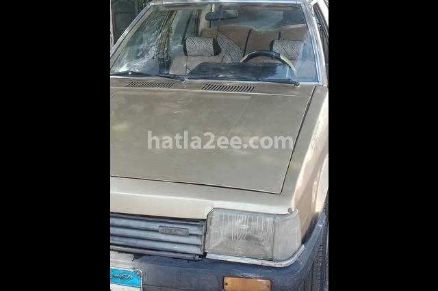 323 Mazda ذهبي