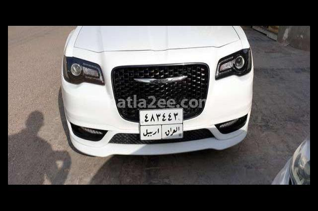 300 Chrysler أبيض