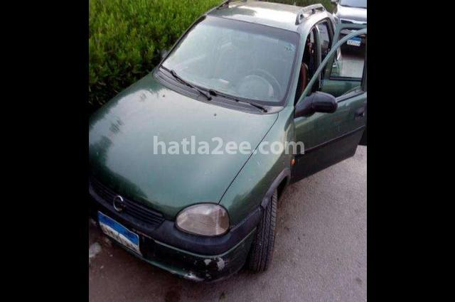 Corsa Opel اخضر غامق