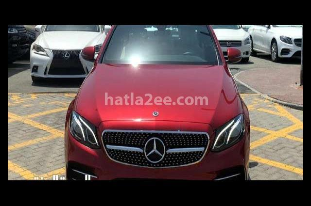 E 300 Mercedes Dark red