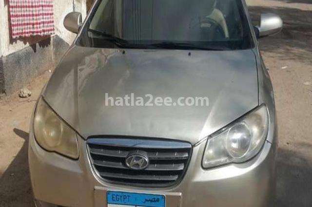 Elantra HD Hyundai ذهبي