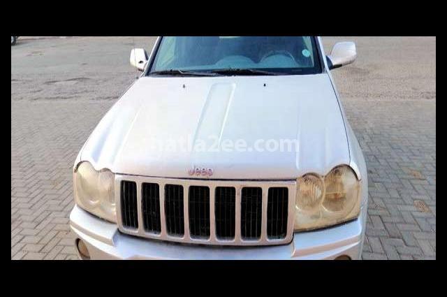 Cherokee Jeep فضي