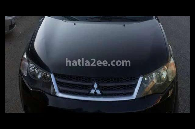 Outlander Mitsubishi أسود