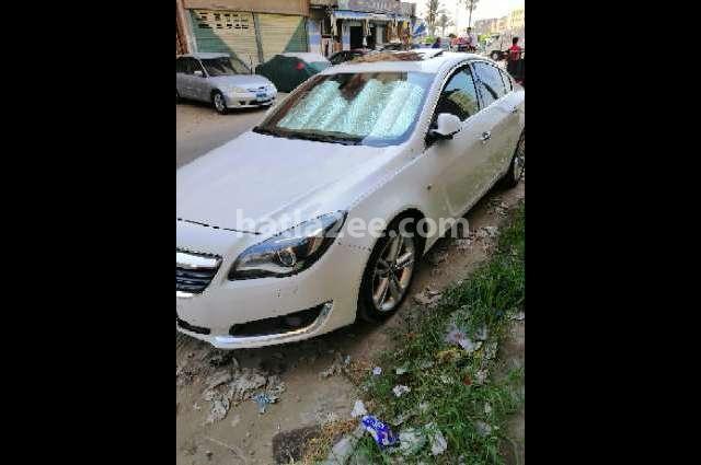Insignia Opel أبيض