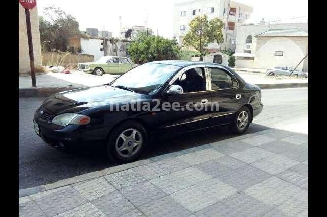 Avante Hyundai أسود