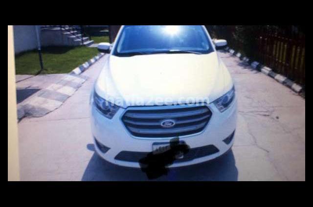 Taurus Ford أبيض