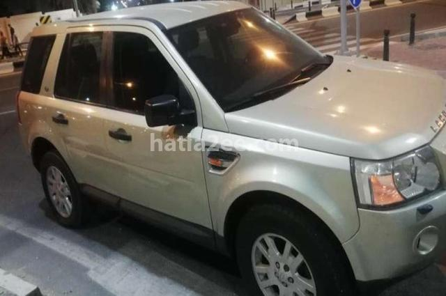 Lr2 Land Rover فضي