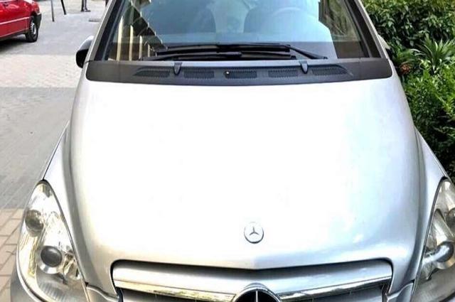 B 150 Mercedes فضي