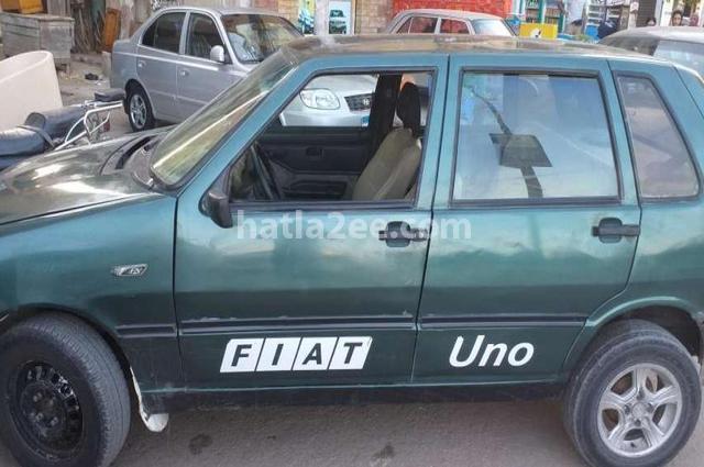 Uno Fiat أخضر