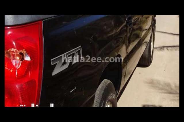 Avalanche Chevrolet أسود