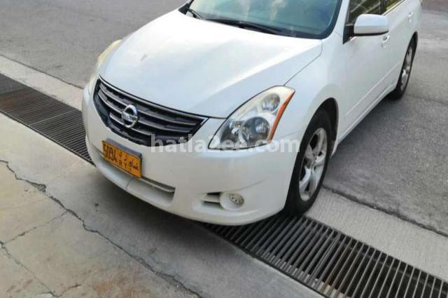 Altima Nissan أبيض
