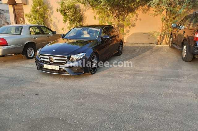 E  Class Mercedes أزرق