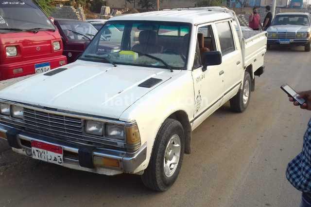 100A Datsun أبيض