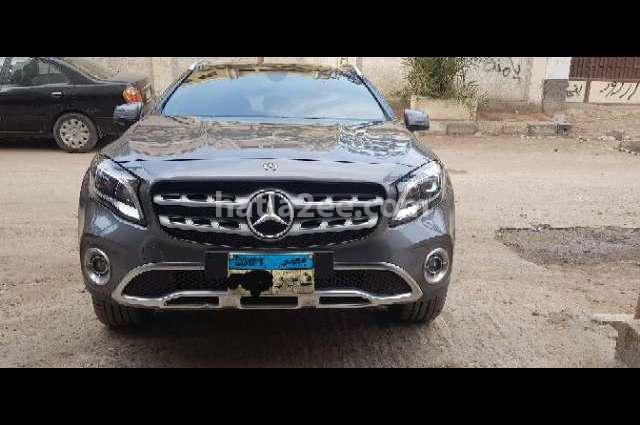 CLA 200 Mercedes رمادي