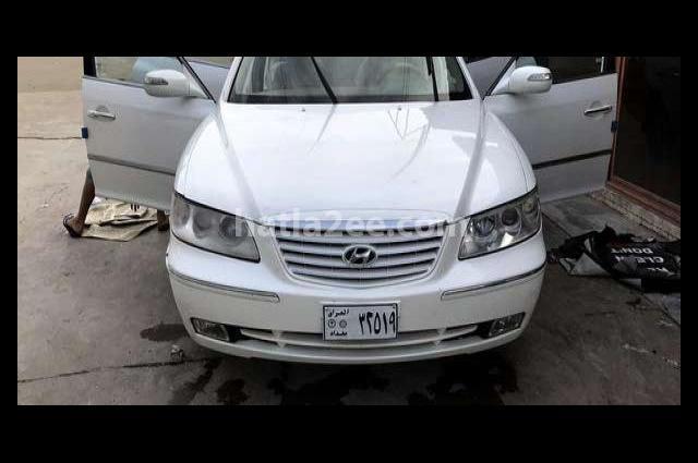 Azera Hyundai أبيض