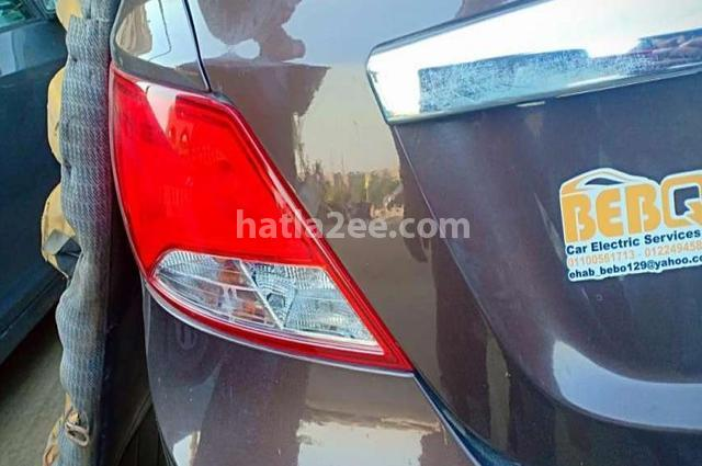 Accent RB Hyundai بني