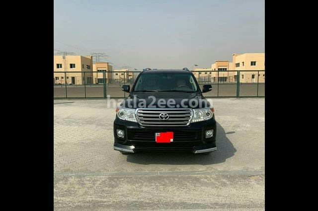 Land Cruiser Toyota أسود