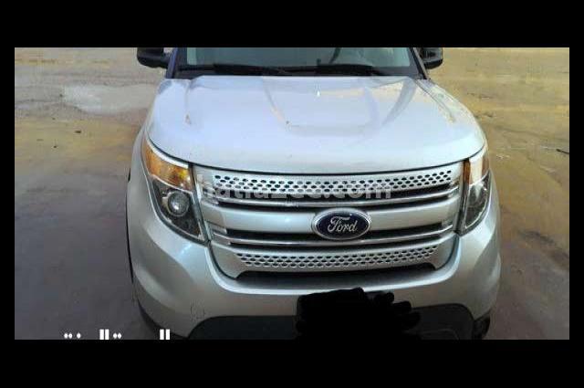 Explorer Ford فضي