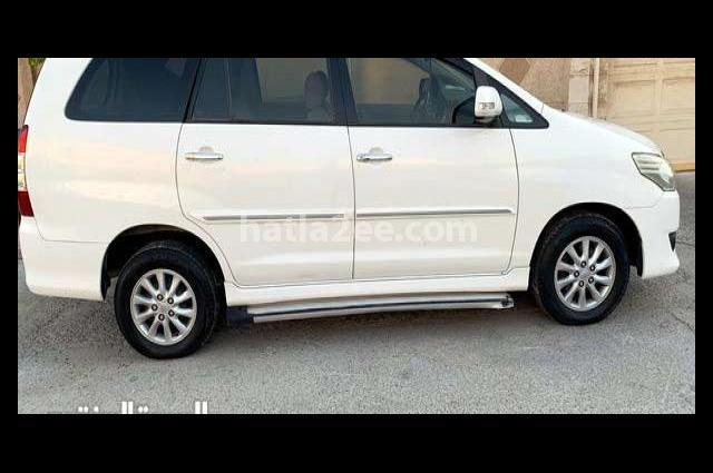Innova Toyota أبيض