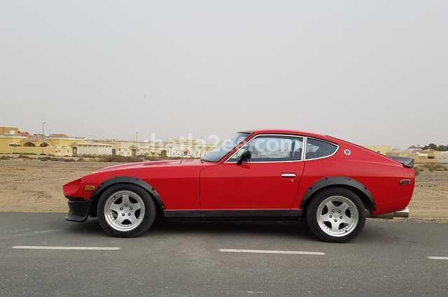 Z Nissan احمر