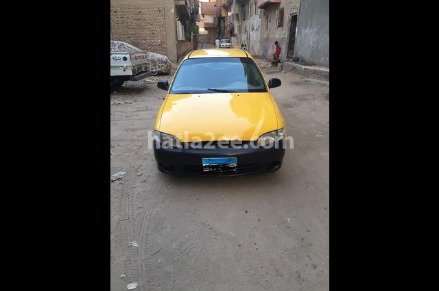 Accent Hyundai Yellow