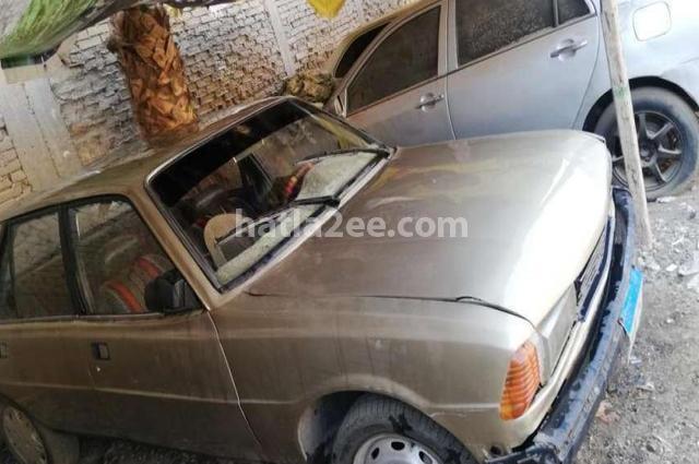 305 Peugeot ذهبي