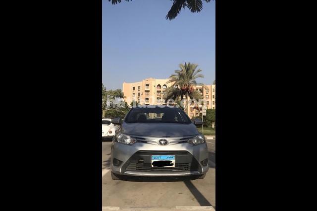 Yaris Toyota فضي