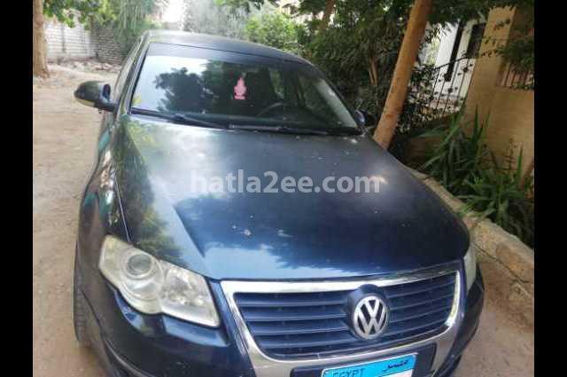 Passat Volkswagen الأزرق الداكن