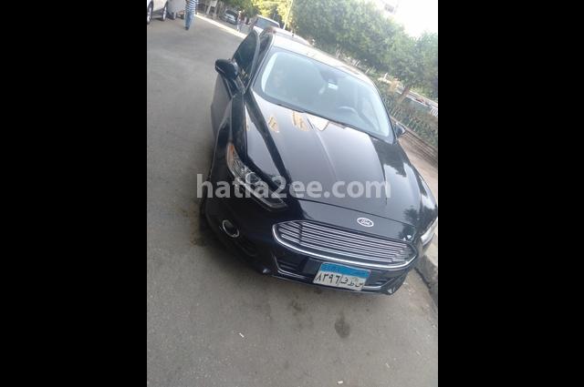 Fusion Ford أسود