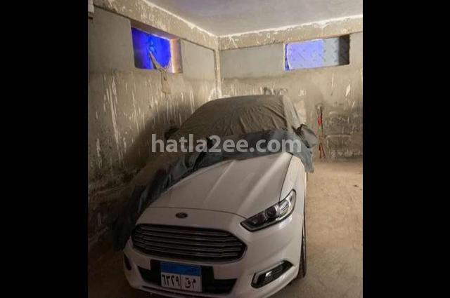 Fusion Ford أبيض