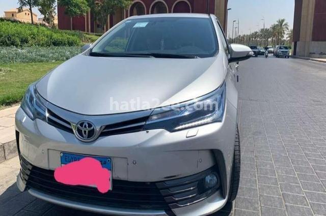 Corolla Toyota فضي
