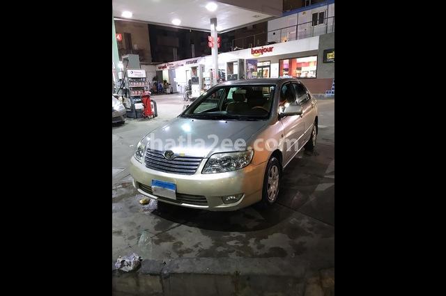 Corolla Toyota ذهبي