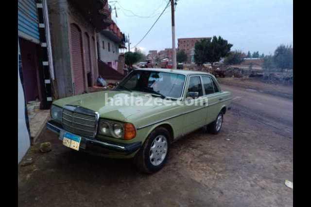200 Mercedes أخضر