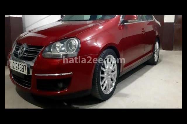 Jetta Volkswagen احمر غامق