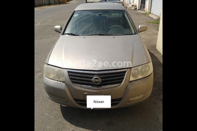 Sunny Nissan ذهبي