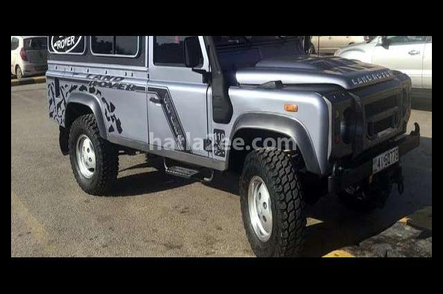 Defender Land Rover أسود
