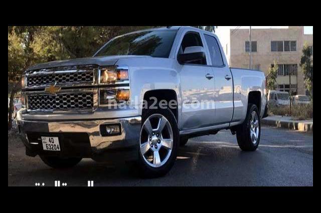 Silverado Chevrolet فضي