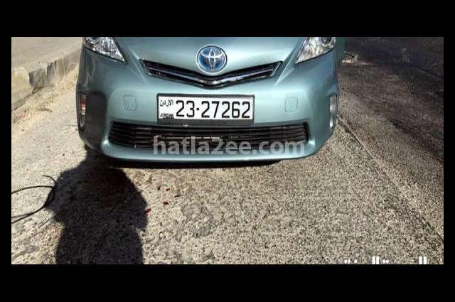 Prius Toyota أخضر
