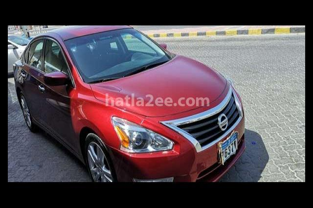 Altima Nissan Dark red