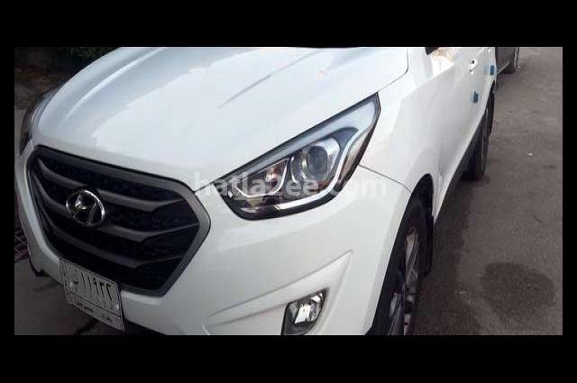 Tucson Hyundai White