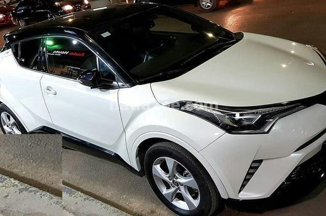 C-HR Toyota أبيض