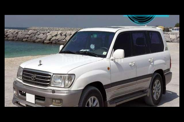 Land Cruiser Toyota أبيض