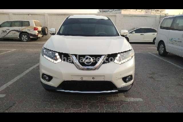 XTrail Nissan Beige
