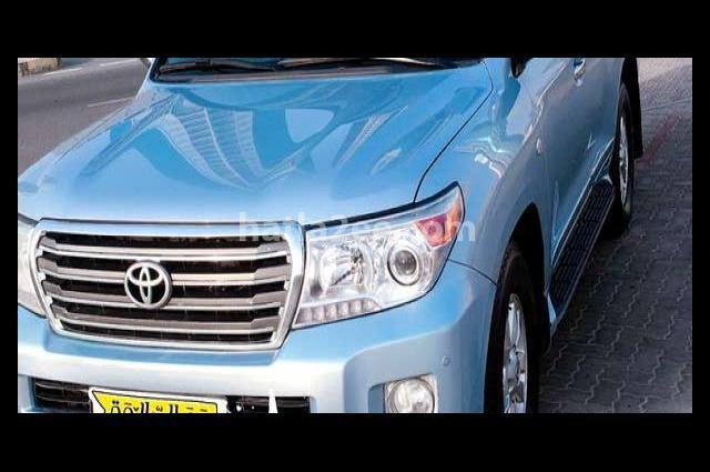 Land Cruiser Toyota أزرق